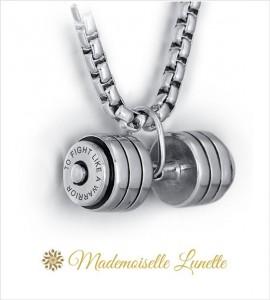 collier avec haltere avec gravures offertes