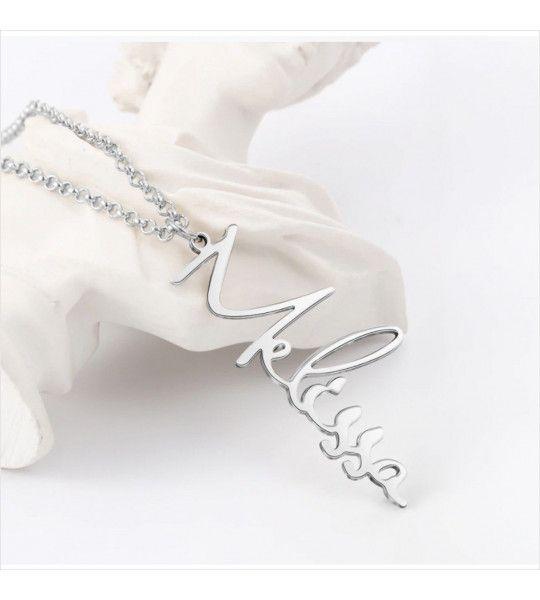 collier prenom vertical personnalisé pour maman mamie